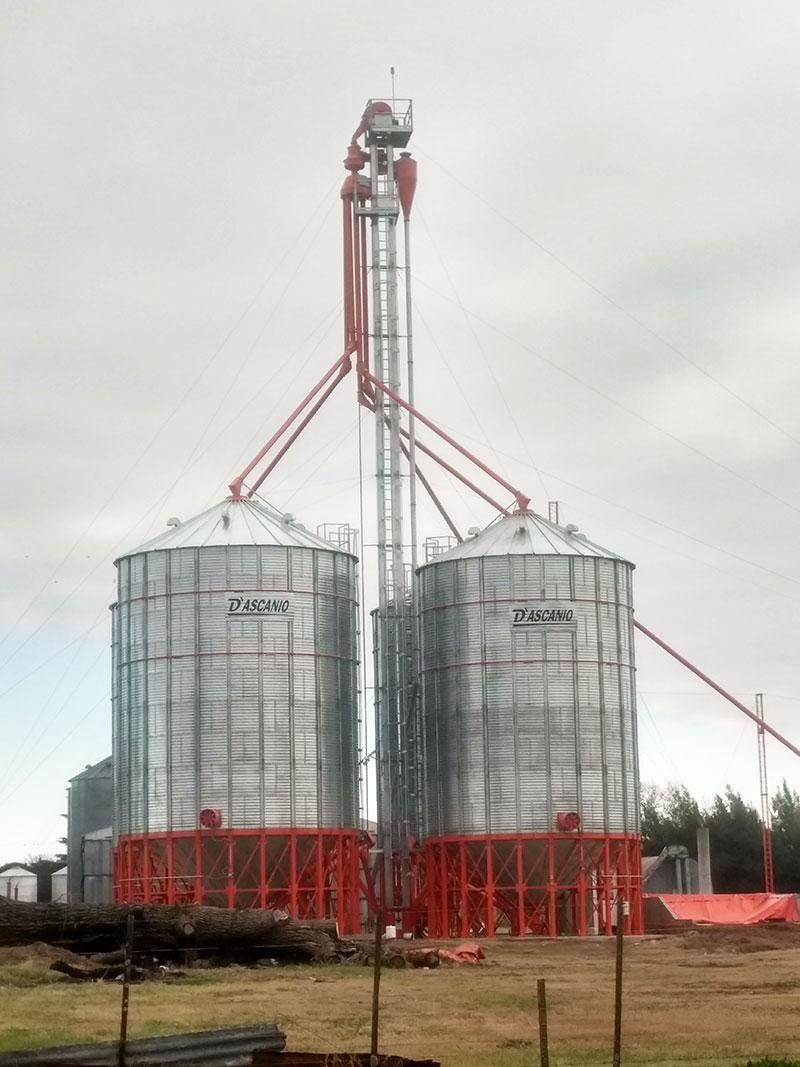 Dos plantas de silos